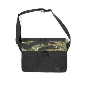 [Exclusive] Padded Shoulder Bag - Green Tiger Black Mixed